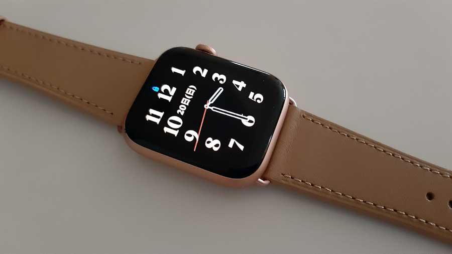 Apple Watchのゴールドアルミニウムケースと同じ色のバックルのバンド購入