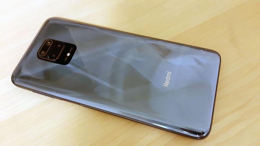 Redmi Note 9Sの背面 カメラの出っ張りが気になるかも